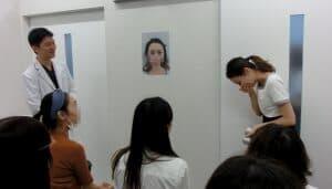 術後ビフォーアフター登場前説明4本人登場後、自分のビフォー写真をみて 指名手配写真のようで受けていました